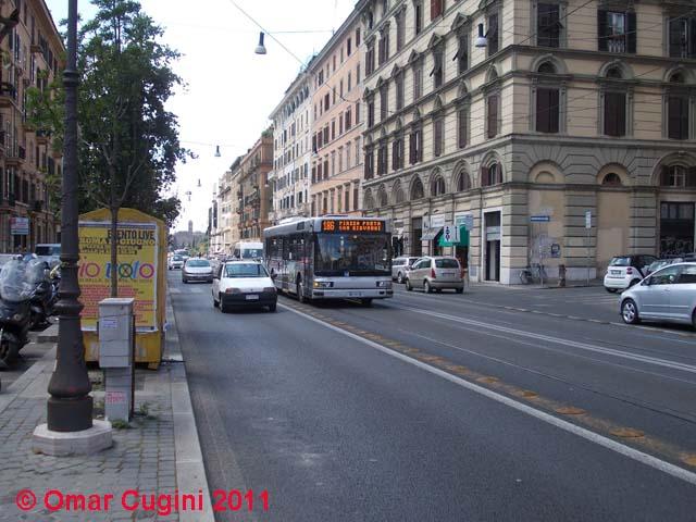 3927 (Iveco Cityclass Cursor) in servizio sulla linea 186 transita in Via Labicana
