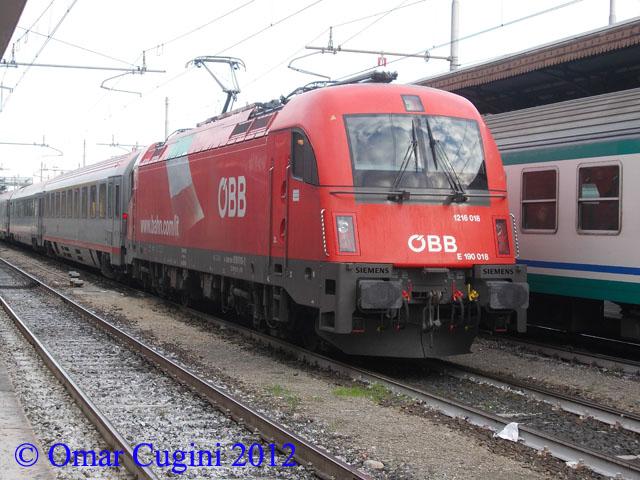 Locomotiva taurus e190018 1216 018 di obb in sosta - Partenze treni verona porta nuova ...